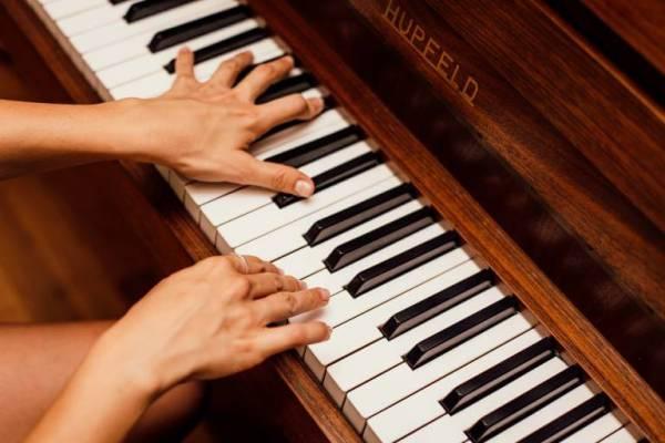 Cursuri de pian pentru adolescenti