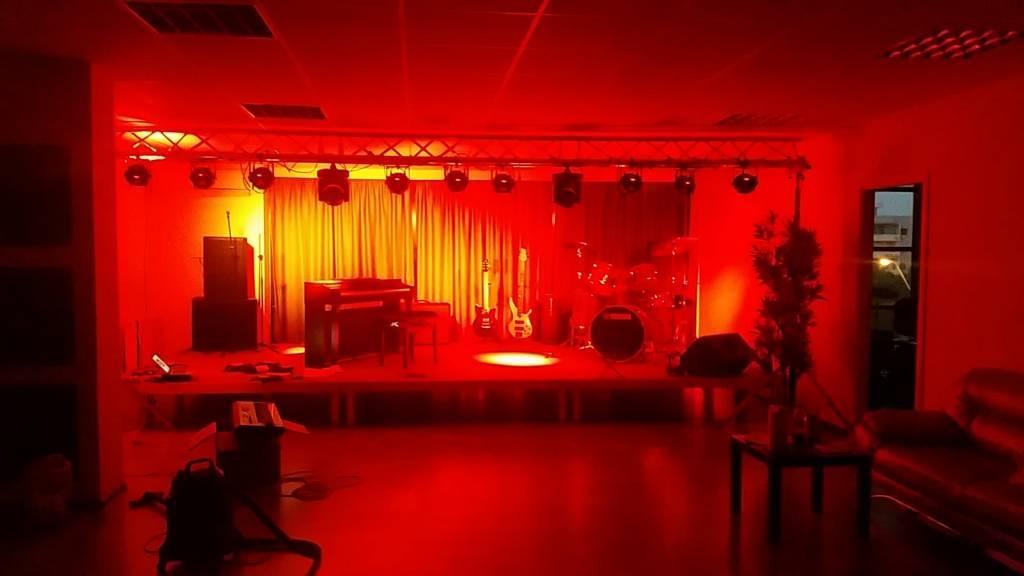 Scena Scolii de muzica Band Music School