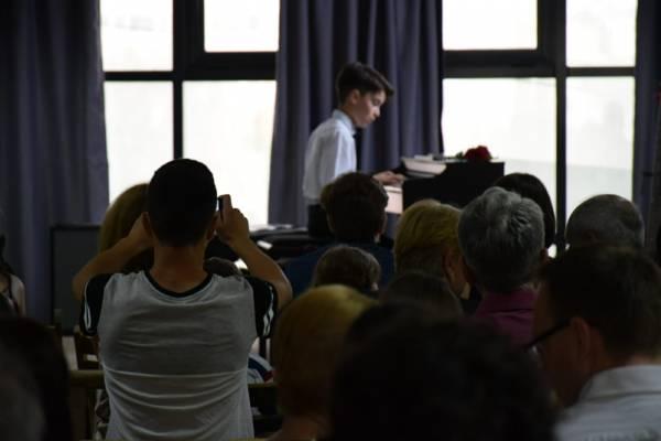 Recital de pian sustinut de un cursant Band Music School