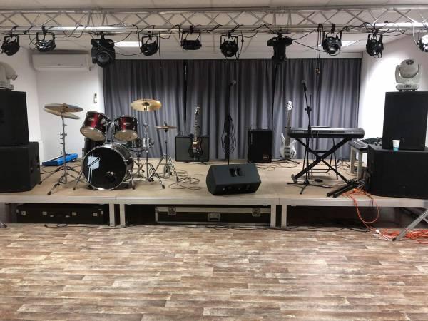 Scena Scoala de muzica Band Music School