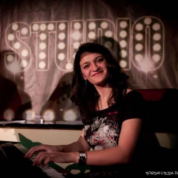 Alina Nechifor - Profesoară de pian și canto