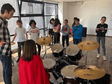 Cursuri de muzica gratuite pentru copii la Band Music School